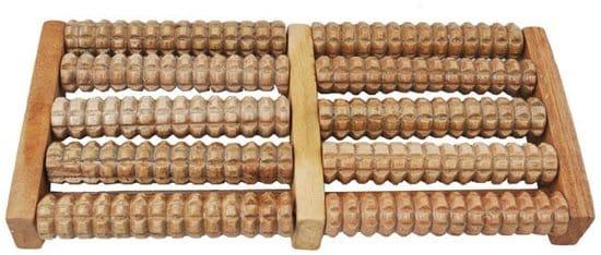Een houten voetreflex roller