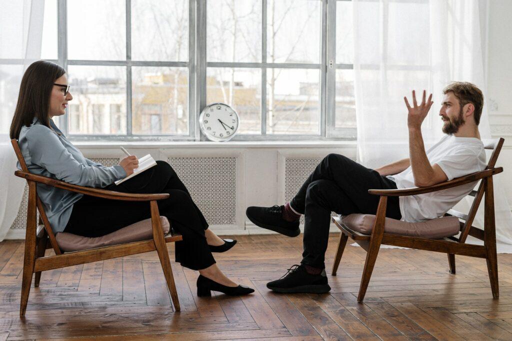 Omgaan met emoties in gesprekken doe je vooral door goed naar elkaar te luisteren