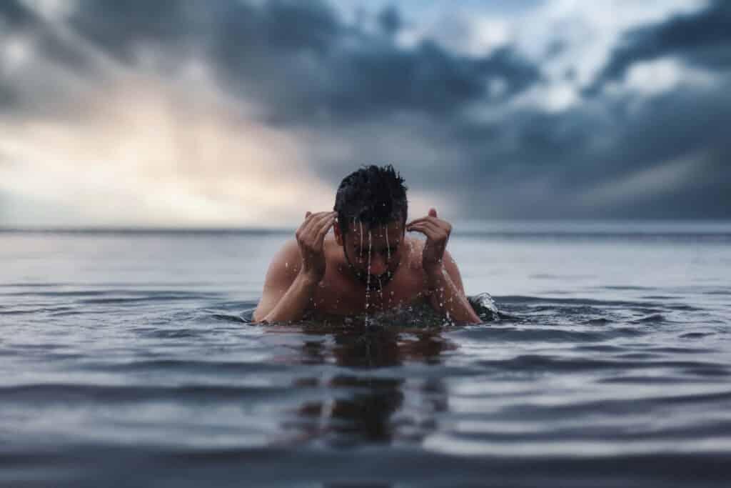 Bij dromen over zwemmen is het vooral belangrijk om na te gaan hoe het water waarin je zwemt eruitziet