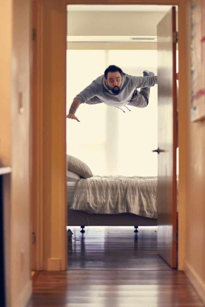 Wanneer je lucide dromen onder controle krijgt, kun je er alles in doen wat je wilt. Vliegen bijvoorbeeld!